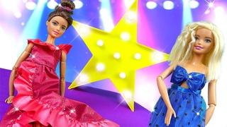 Показ мод и БАРБИ. Игры для девочек в куклы Барби. Крутые ОДЕВАЛКИ и новый подиум Barbie