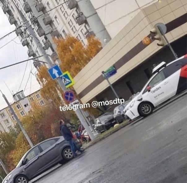 Москвич попал в небольшое ДТП с участием беспилотника «Ян...