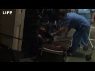 Бросили бездомного больного на полу в поликлинике