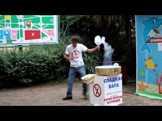 Танцующий продавец сахарной ваты