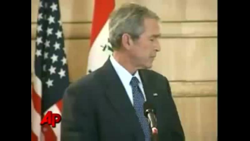 В Буша кинули ботинком