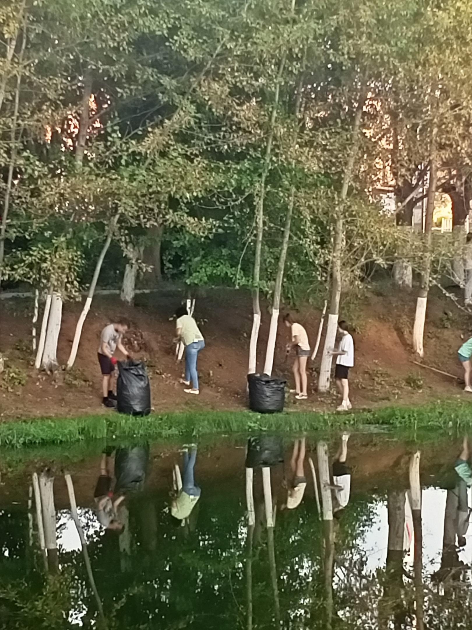 Сейчас на Шиловском пруду будущие восьмиклассники из