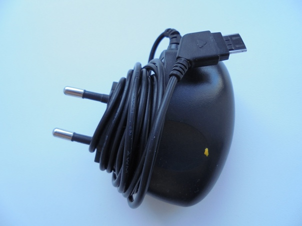 Продаю зарядное устройство для телефона. Цена 150 ...
