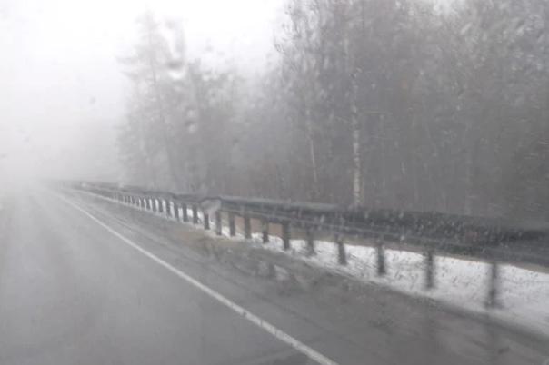 На трассе М-5 в Челябинской области выпал снег  До...